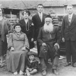 Mira Monet with her parents Mindla and David Monet before the war. (Private collection of the late Eliyahu Skovronsky and his son Jack Skovronsky)